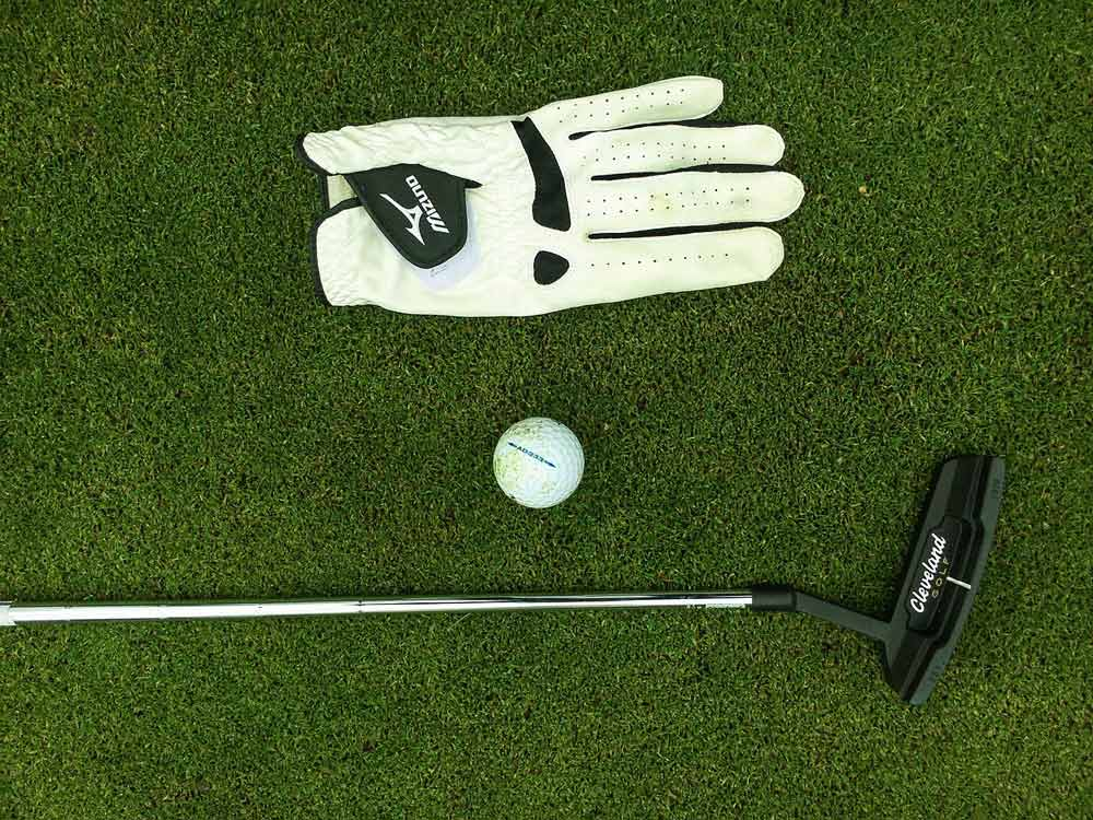 Basic set with a golf putter club for beginners